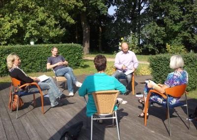 Die Seminare werden in kleinen Gruppen durchgeführt